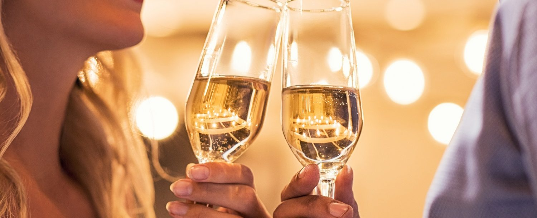 Couple toasting champagne flutes | Romantic Sandestin Getaway